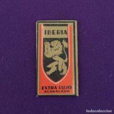 Antigüedades: FUNDA Y HOJA DE HOJA DE CUCHILLA DE AFEITAR ANTIGUA. IBERIA EXTRA LUJO ACANALADA.. Lote 222456963