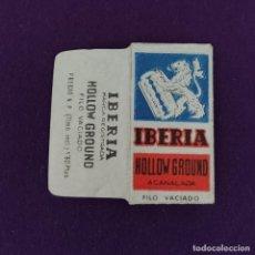 Antigüedades: FUNDA DE HOJA DE CUCHILLA DE AFEITAR ANTIGUA. IBERIA HOLLOW GROUND ACANALADA.. Lote 222457041