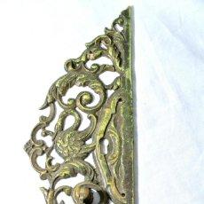 Antigüedades: ANTIGUO EMBELLECEDOR CON TIRADOR PARA PUERTA, LARGO 25.5 CMS. Lote 222472651