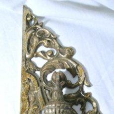 Antigüedades: ANTIGUO EMBELLECEDOR CON TIRADOR PARA PUERTA, LARGO 25.5 CMS. Lote 222474180
