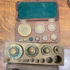 Antigüedades: TRES JUEGOS PESAS INCOMPLETOS. Lote 222486115