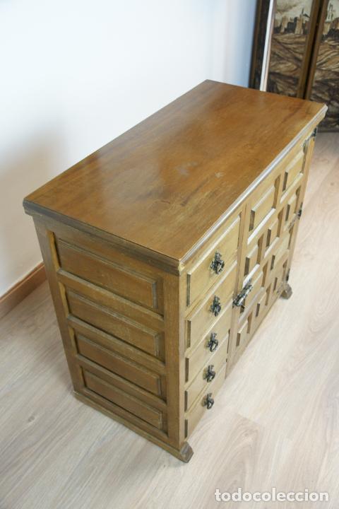 Antigüedades: Lote de costura profesional. Mueble y máquina eléctrica singer. Repuestos, revistas, accesorios,etc. - Foto 33 - 222496918