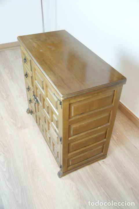 Antigüedades: Lote de costura profesional. Mueble y máquina eléctrica singer. Repuestos, revistas, accesorios,etc. - Foto 34 - 222496918