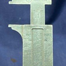Antigüedades: CALIBRE PRECISION MECANICA RELOJERIA TECNICA METAL MARCA OMEGA SPAIN ESPAÑA 11X4CMS. Lote 222515973
