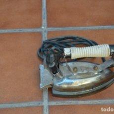 Antigüedades: PLANCHA ELÉCTRICA ANTIGUA. Lote 222581502