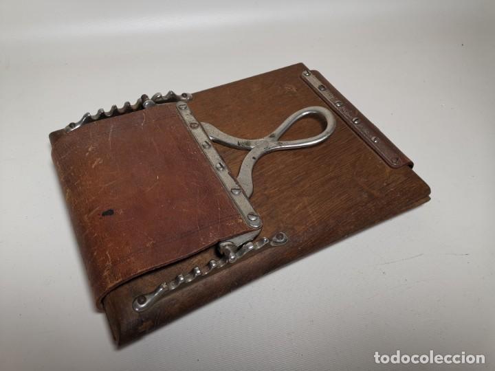 Antigüedades: ANTIGUA PRENSA DE ROBLE CUERO Y BRONCE PARA LIBROS ..FLORES -PORTATIL -siglo XIX-PARIS - Foto 2 - 222598363