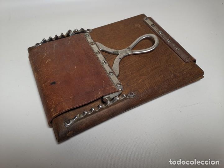 Antigüedades: ANTIGUA PRENSA DE ROBLE CUERO Y BRONCE PARA LIBROS ..FLORES -PORTATIL -siglo XIX-PARIS - Foto 3 - 222598363