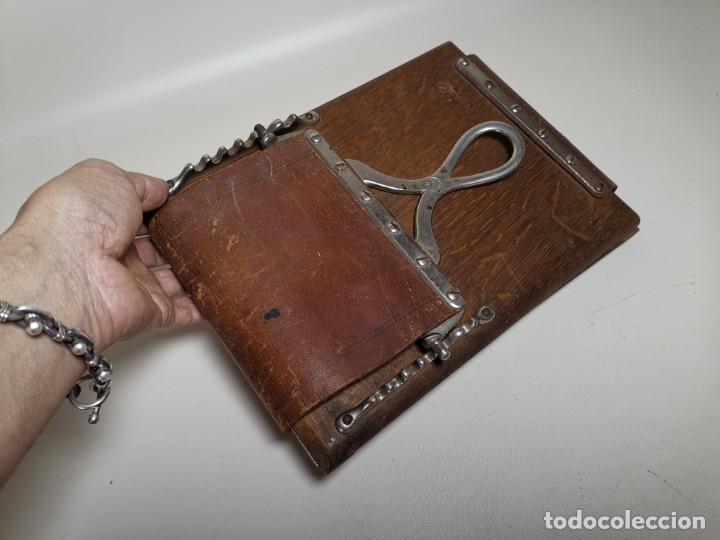 Antigüedades: ANTIGUA PRENSA DE ROBLE CUERO Y BRONCE PARA LIBROS ..FLORES -PORTATIL -siglo XIX-PARIS - Foto 4 - 222598363