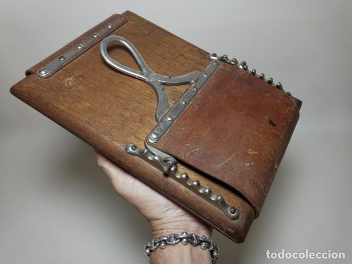 Antigüedades: ANTIGUA PRENSA DE ROBLE CUERO Y BRONCE PARA LIBROS ..FLORES -PORTATIL -siglo XIX-PARIS - Foto 23 - 222598363