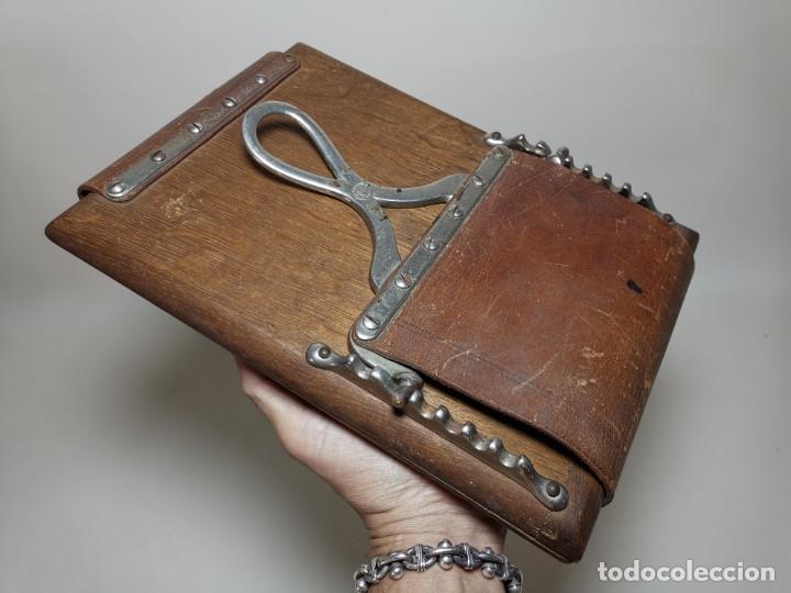 Antigüedades: ANTIGUA PRENSA DE ROBLE CUERO Y BRONCE PARA LIBROS ..FLORES -PORTATIL -siglo XIX-PARIS - Foto 24 - 222598363