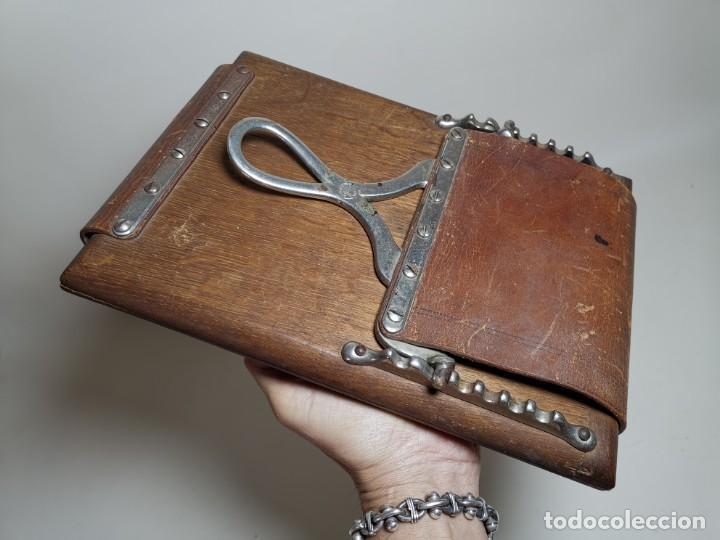 Antigüedades: ANTIGUA PRENSA DE ROBLE CUERO Y BRONCE PARA LIBROS ..FLORES -PORTATIL -siglo XIX-PARIS - Foto 25 - 222598363
