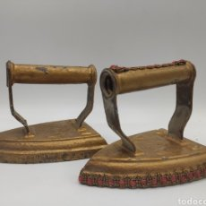 Antigüedades: PAREJA DE PLANCHAS EN HIERRO FUNDIDO. PRINCIPIOS DE SIGLO. Lote 222642455