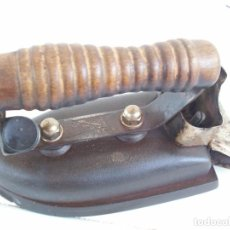 Antigüedades: ANTIGUA PLANCHA ELECTRICA . RUBIO SOLBUN .. Lote 222662283