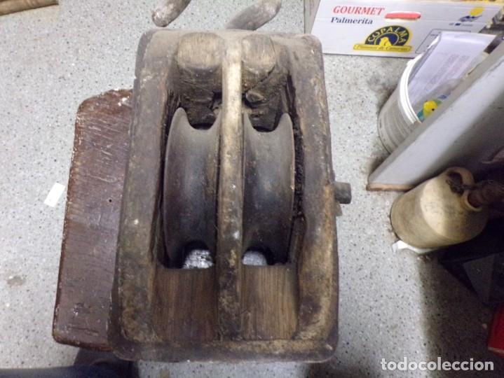 Antigüedades: antigua polea de doble roldana tipo naval de madera y hierro forjado garrucha - Foto 2 - 222682266
