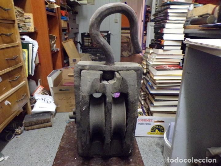 Antigüedades: antigua polea de doble roldana tipo naval de madera y hierro forjado garrucha - Foto 7 - 222682266