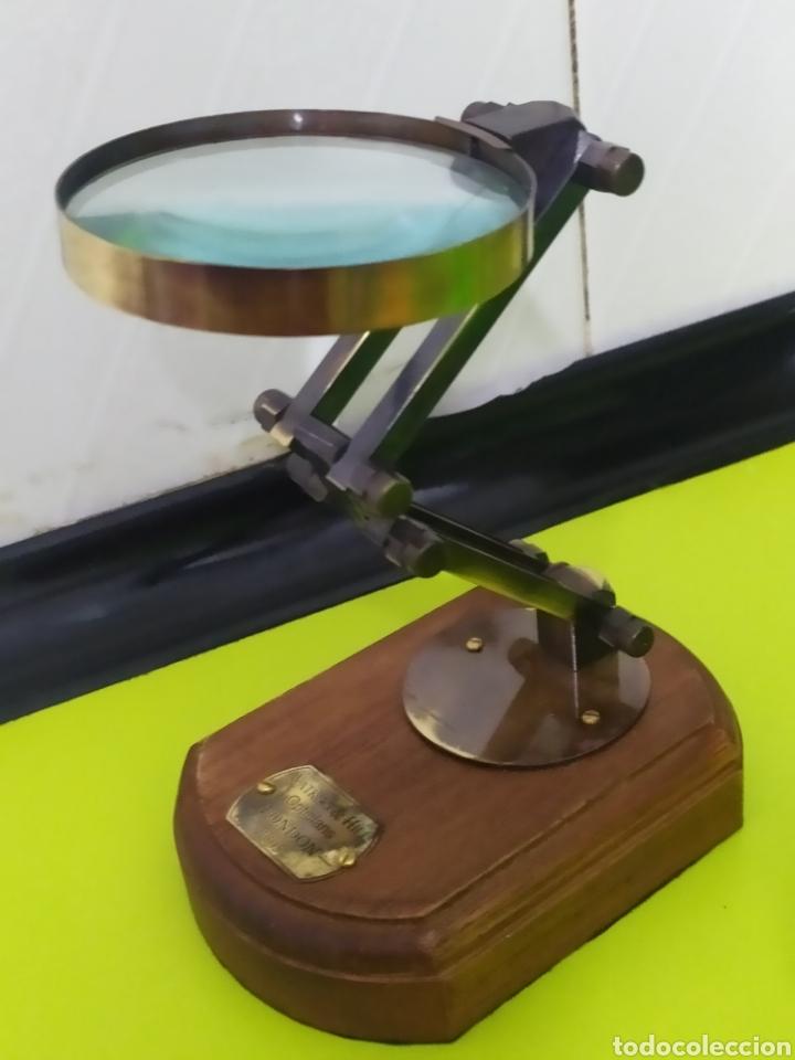 IMPRESIONANTE LUPA DE ESCRITORIO ÓPTICA LONDON BRONCE Y MADERA (Antigüedades - Técnicas - Instrumentos Ópticos - Lupas Antiguas)