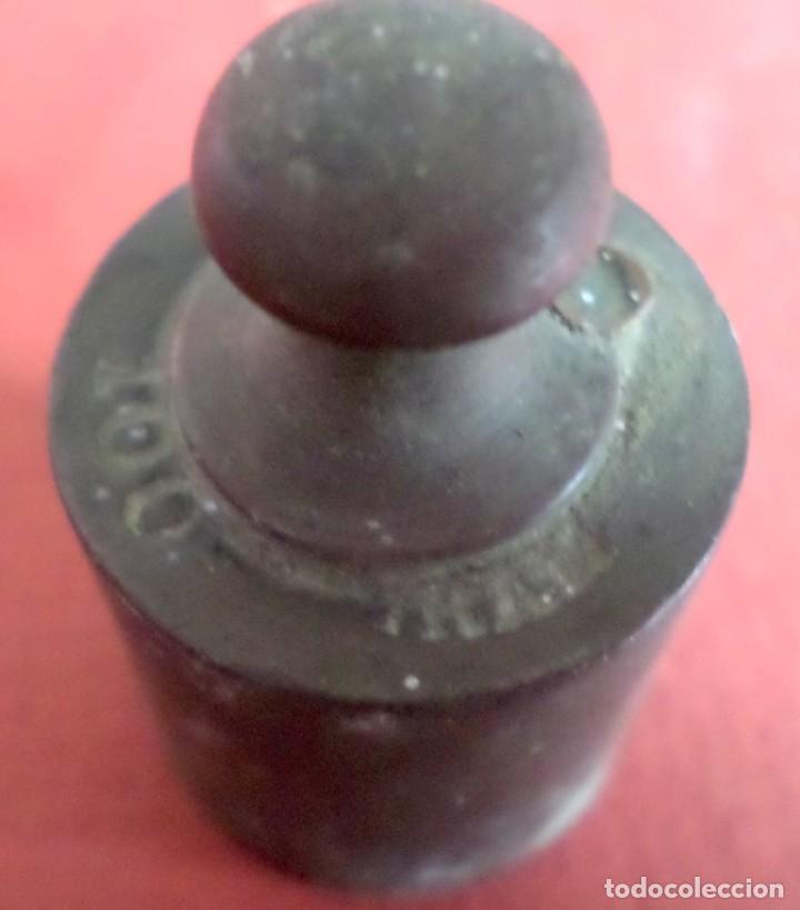 Antigüedades: Pesa bronce 100 gr. --- 100 gamos (esta muy borroso) - Foto 4 - 222804013