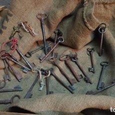 Antigüedades: LOTE DE 22 LLAVES ANTIGUAS. Lote 222850406