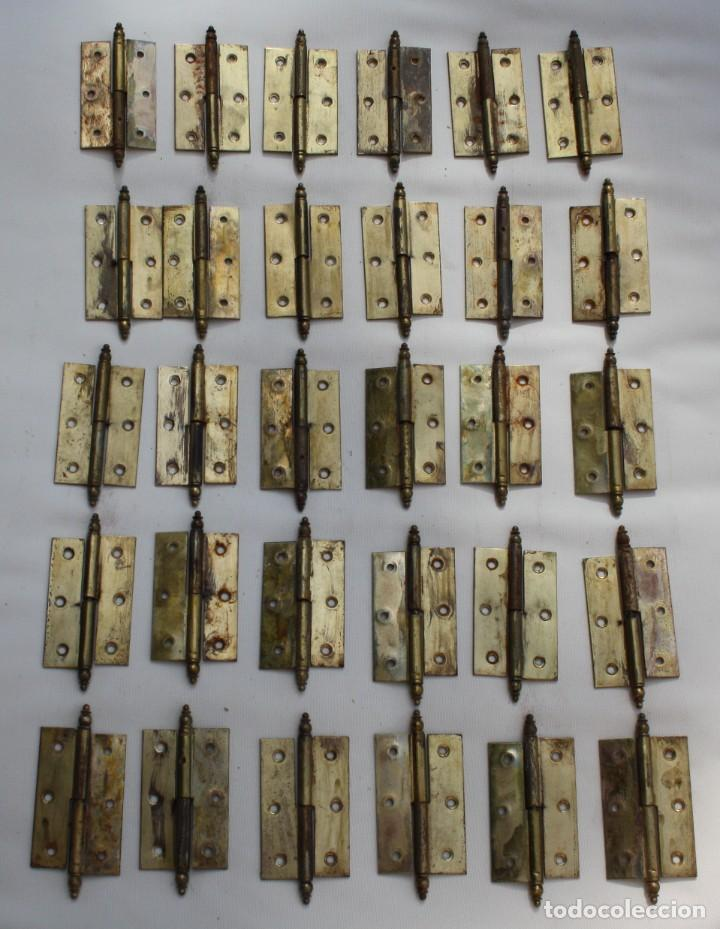 LOTE 30 JUEGOS DE BISAGRAS EN LATON MACIZO PARA PUERTAS DE MADERA DE ARMARIOS… (Antigüedades - Técnicas - Cerrajería y Forja - Bisagras Antiguas)
