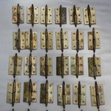 Antigüedades: LOTE 30 JUEGOS DE BISAGRAS EN LATON MACIZO PARA PUERTAS DE MADERA DE ARMARIOS…. Lote 222926211