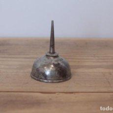 Antiquités: ANTIGUA ACEITERA PARA MAQUINA DE COSER SINGER. Lote 222985200