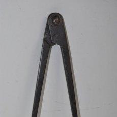 Antigüedades: PRECIOSO COMPÁS DE HIERRO - FORJA - 27 CENTÍMETROS. Lote 223061962
