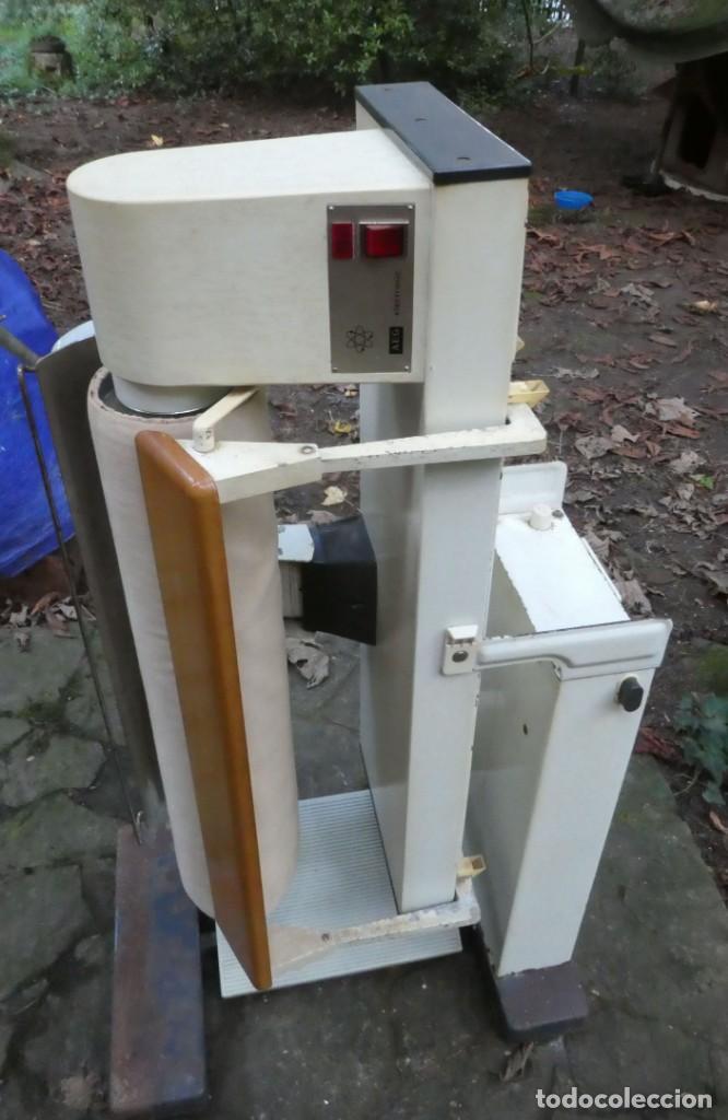 Antigüedades: PLANCHADORA ELECTRONICA AEG - Foto 6 - 223141843