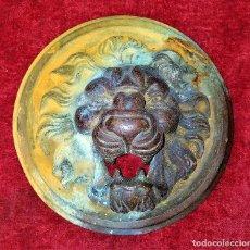 Antigüedades: BASE PARA ALDABA O LLAMADOR DE PUERTA. BRONCE CINCELADO. ESPAÑA. SIGLO XIX. Lote 223211057