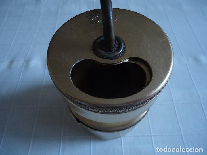 Antigüedades: Molinillo de cafe en aluminio dorado, marca Esaza - Foto 2 - 223259422