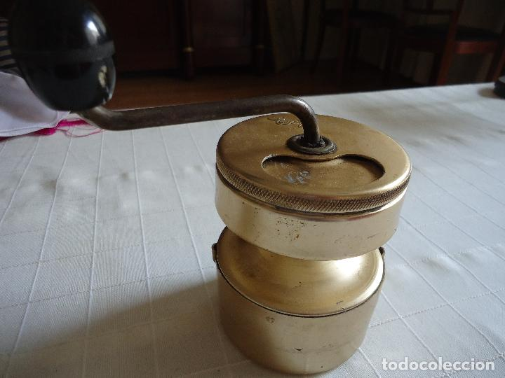 MOLINILLO DE CAFE EN ALUMINIO DORADO, MARCA ESAZA (Antigüedades - Técnicas - Molinillos de Café Antiguos)