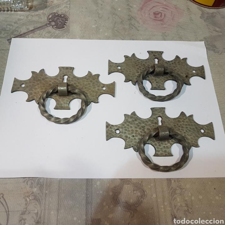LOTE DE 3 TIRADORES ANTIGUOS (Antigüedades - Técnicas - Cerrajería y Forja - Tiradores Antiguos)