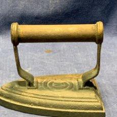 Antigüedades: ANTIGUA PLANCHA PLANCHAR HIERRO MARCA M4S 13X9X10CMS ORIGINAL 100%. Lote 223603321