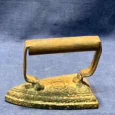 Antigüedades: ANTIGUA PLANCHA PLANCHAR HIERRO SIN MARCA 13X9X10CMS ORIGINAL 100%. Lote 223603537