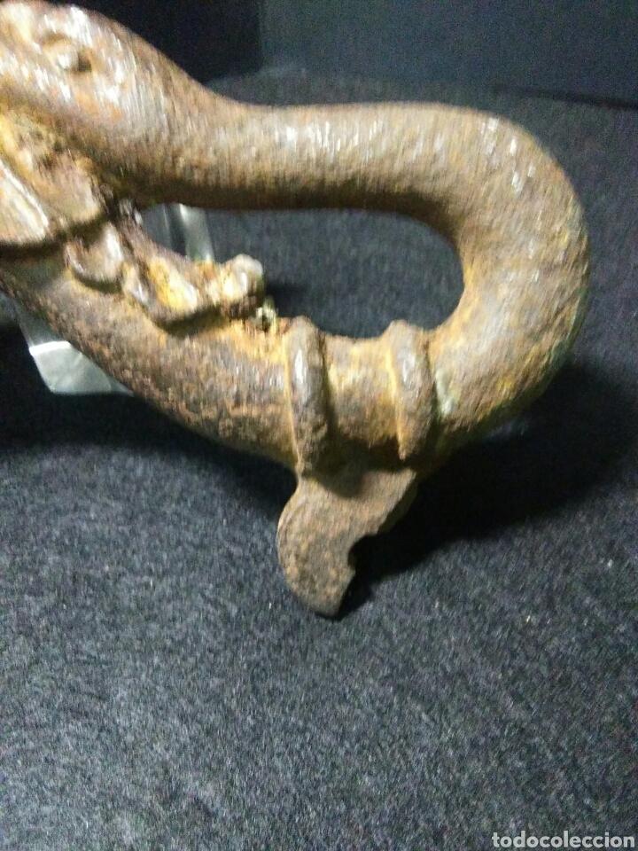 Antigüedades: Antigua aldaba hierro antiguo siglo XVII.bonita decoracion zoomorfa ave - Foto 2 - 223640785