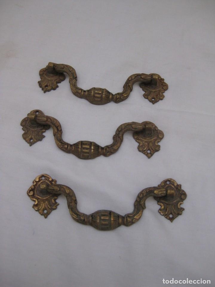 3 TIRADORES DE BRONCE (Antigüedades - Técnicas - Cerrajería y Forja - Tiradores Antiguos)