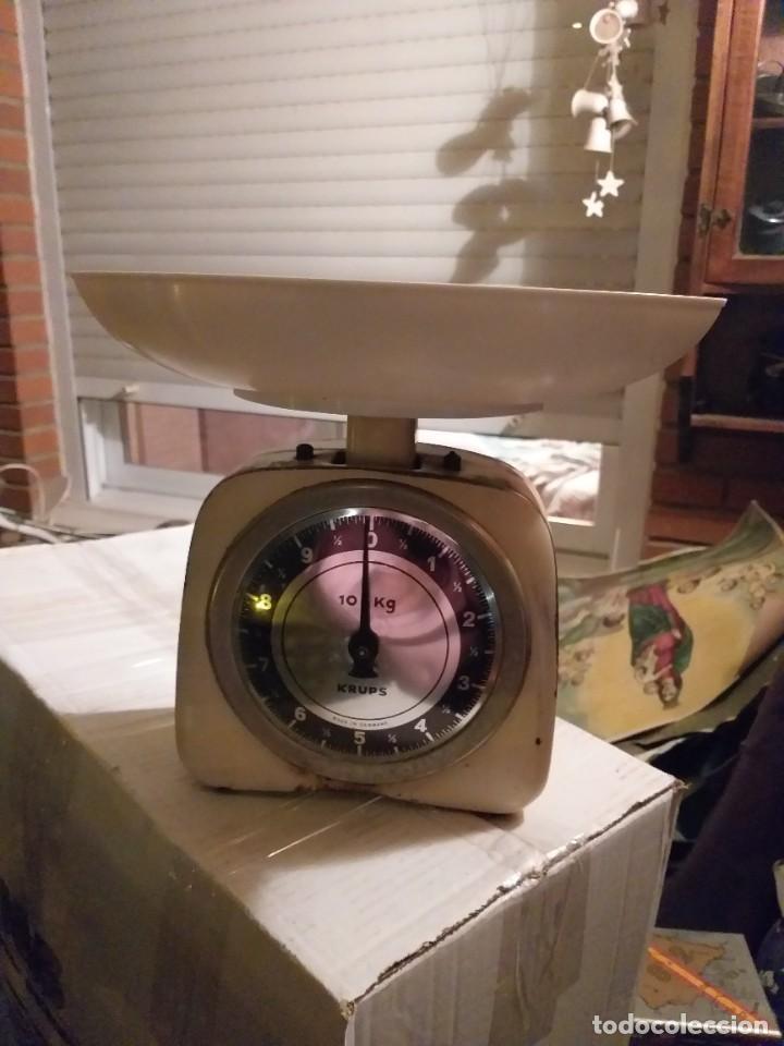 BONITA BALANZA ALEMANA DE MUELLE MARCA KRUPS CON FUERZA 10 KG (Antigüedades - Técnicas - Medidas de Peso - Balanzas Antiguas)