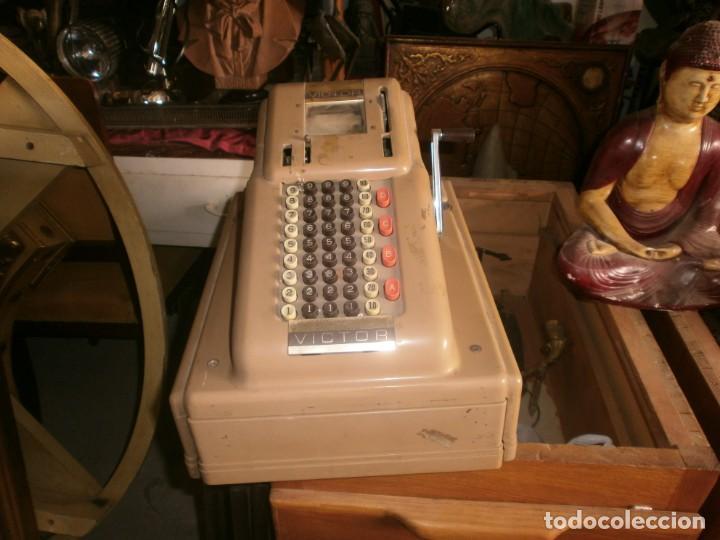 Antigüedades: Caja registradora manual marca VICTOR marca y abre el cajón sin llaves medida 39 X 29 X 29 cm. - Foto 3 - 26227650