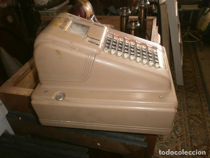 Antigüedades: Caja registradora manual marca VICTOR marca y abre el cajón sin llaves medida 39 X 29 X 29 cm. - Foto 2 - 26227650