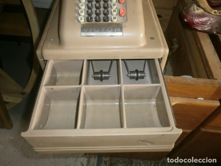 Antigüedades: Caja registradora manual marca VICTOR marca y abre el cajón sin llaves medida 39 X 29 X 29 cm. - Foto 5 - 26227650