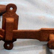 Antigüedades: PESTILLO, CERROJO MUY ANTIGUO. Lote 223747080