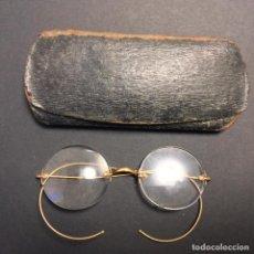 Antiquités: ANTIGUAS GAFAS DE ORO 12K IMPERTINENTES QUEVEDO S. XIX CON FUNDA. Lote 223763657