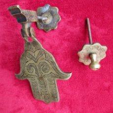 Antigüedades: RARA ALDABA MANO DE FATIMA EN BRONCE CON SU TOC TOC. Lote 223935827