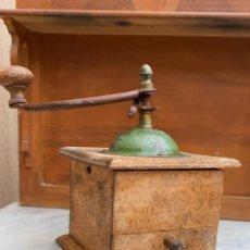 Antigüedades: MOLINILLO DE CAFE ANTIGUO 16 CMS. DE ALTURA X 13 CMS. DE LADO. Lote 224032337