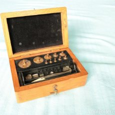 Antigüedades: CAJA DE PESAS PARA JOYERÍA ALEMANA. WEIGHT BOX FOR JEWELLERS MADE IN GERMANY.. Lote 51333784