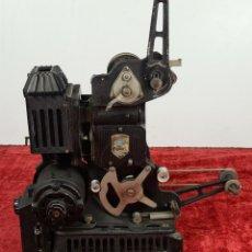 Antigüedades: PROYECTOR DE CINE. PATHÉ 9,5 MM. MOTOR ELÉCTRICO. FRANCIA. CIRCA 1930.. Lote 224300525