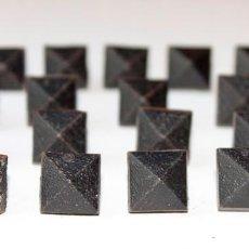 Antigüedades: 18 CLAVOS RUSTICOS NEGROS 16 X 16. Lote 224312645