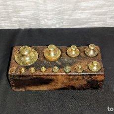 Antigüedades: COMPLETO JUEGO DE PESAS DE 1/2 KILO, TACO. Lote 224327275
