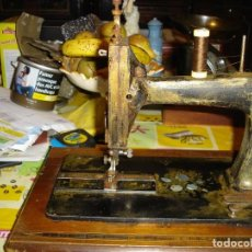 Antigüedades: BONITA MAQUINA DE COSER ANOS 1900. Lote 224446385