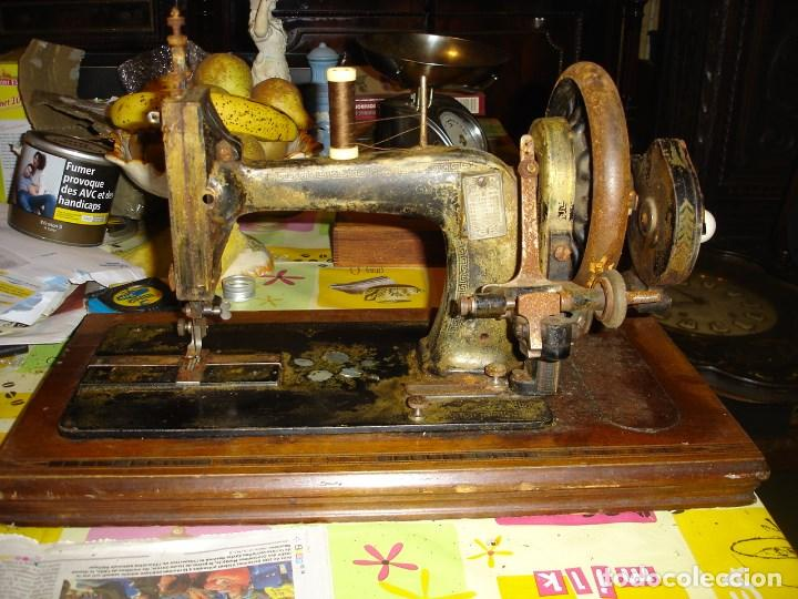Antigüedades: bonita maquina de coser anos 1900 - Foto 2 - 224446385