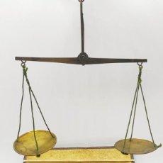 Antiquités: BALANZA FARMACIA CON ESTUCHE Y PESAS. Lote 224452945